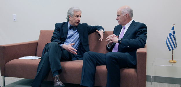 Bloomberg's Matthew Winkler, left, in conversation with former Greek Prime Minister Georgios Papandreou (Greek official photo)