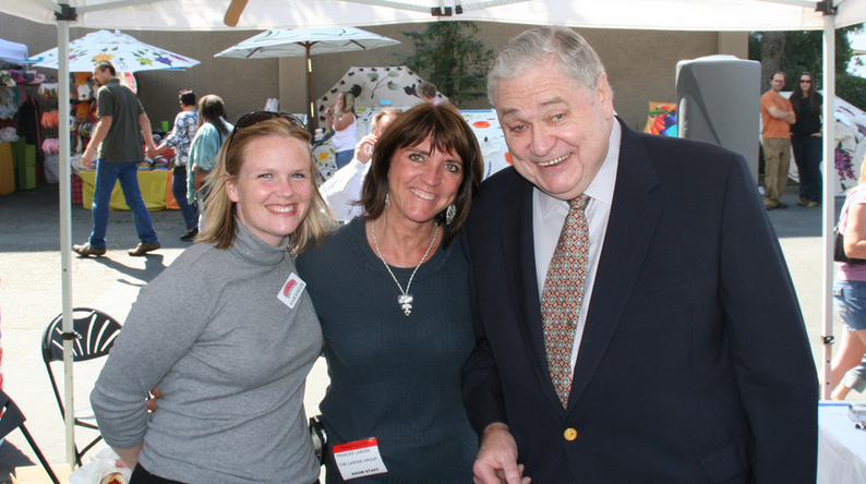Talk radio host Gene Burns, far right, with two listeners (Flickr: PR Magic)