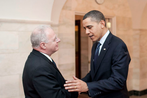 Former White House official Howard Schmidt meets with U.S. President Barack Obama (White House photo)