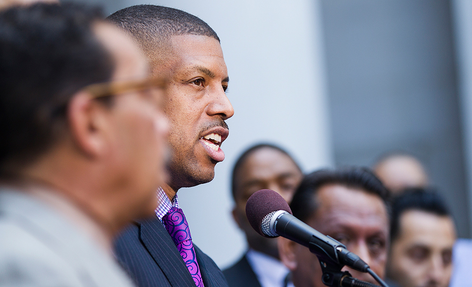 Sacramento Mayor Kevin Johnson speaks to reporters at an event in Los Angeles, California on April 28, 2014. (Photo: Scott L / Flickr Creative Commons)